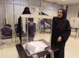 """""""إنها حقٌ لنا"""": سعوديات تتحدثن عن إيجابيات وعوائق الانتخابات البلدية السعودية"""