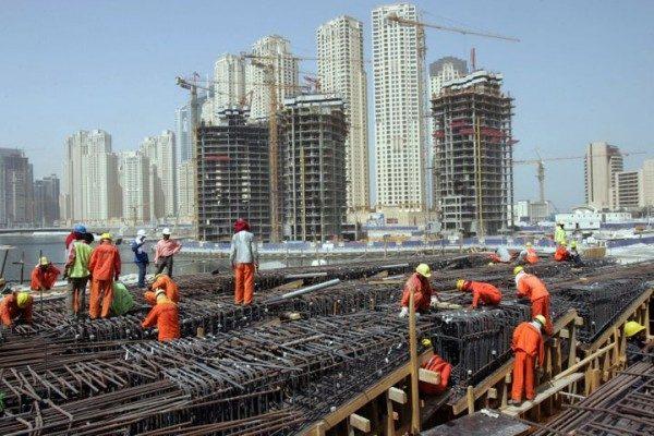 الإمارات تنتهك باستمرار حقوق العمال الأجانب وخدم المنازل