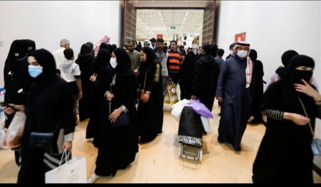 البحرنيون العالقون في مطار مسقط يوم أمس