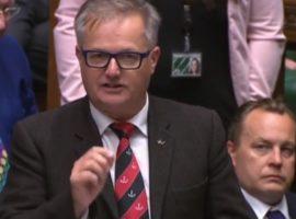 رئيس مجموعة برلمانية في البرلمان البريطاني يحثّ وزير الخارجية على استخدام نفوذ المملكة المتحدة لمساعدة المواطنين البحرينيين العالقين في إيران