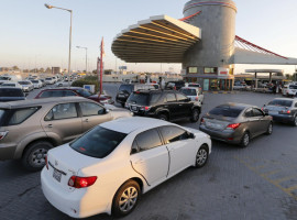 Drivers wait in line to fill their vehicles at a petrol station in Budaiya, Bahrain, January 11, 2016. Bahrain has approved raising domestic gasoline prices, the cabinet said in a statement carried by state news agency BNA on Monday, part of the government's efforts to boost revenues hit by slumping oil prices. The new prices will take effect on Tuesday. REUTERS/Hamad I Mohammed