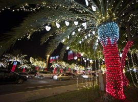 Cars drive past a street lined with decorative lights ahead of National Day celebrations in Riffa, south of Manama December 11, 2012.  Bahrain will celebrate its 42nd National Day on December 16. REUTERS/Hamad I Mohammed (BAHRAIN - Tags: SOCIETY POLITICS) ORG XMIT: BAH14